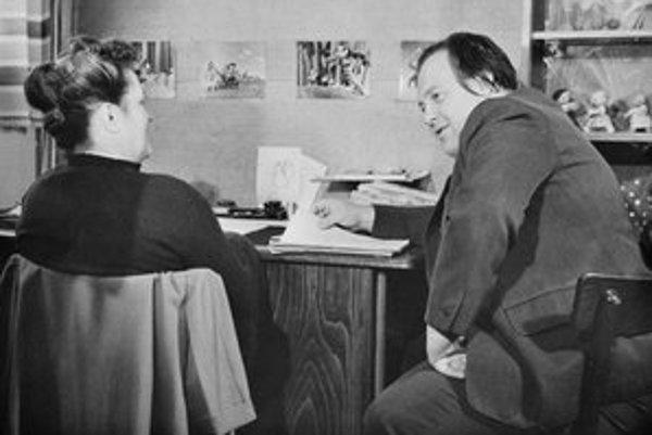 Neznášal publicitu, takže jedna z mála jeho dochovaných fotografií pochádza ešte z roku 1950, keď ho fotograf zvečnil pri práci so skvelou režisérkou animovaných filmov Hermínou Týrlovou.