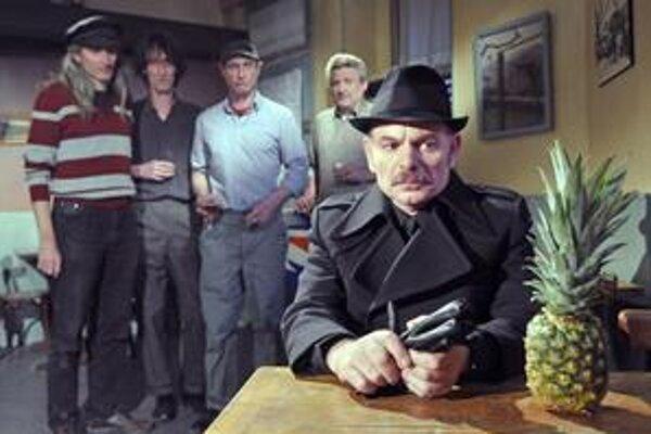 Do Le Havru prichádzajú Afričania, policajný inšpektor vo filme Akiho Kaurismäkiho im je na stope. Režisérov profil uvádza prehliadka Febiofest.