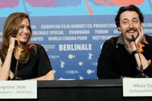 Na festivale sprevádzajú režisérku Angelinu Jolie aj viacerí herci z bývalej Juhoslávie.