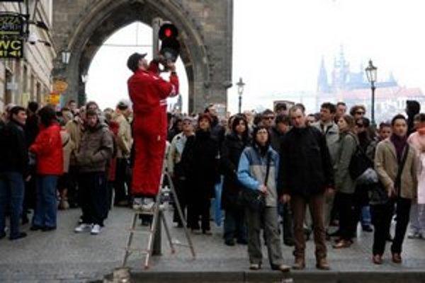 Autor päťdesiat semaforov v centre Prahy v roku 2007 upravoval osobne, počas bežného dňa.