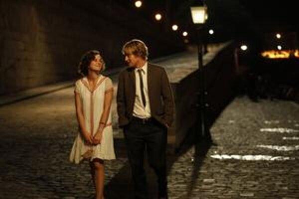 Stretnutie v čase podľa Woodyho Allena. Film Polnoc v Paríži v nedeľu v noci súťažil o Oscara v štyroch kategóriách.
