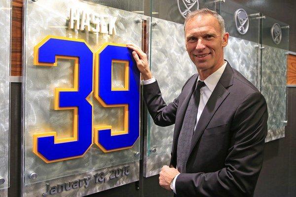 Dominik Hašek zažil najlepšie roky v Buffale Sabres. Do klubovej Siene slávy ho uviedli v januári tohto roka.