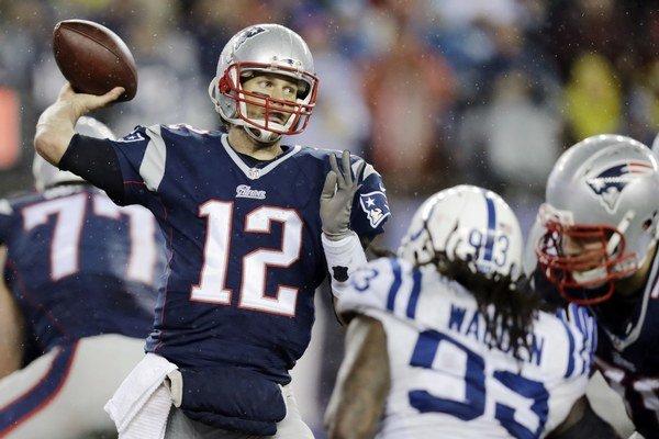 New England údajne použil podhustené lopty, aby získal výhodu pre quarterbacka Toma Bradyho (s číslom 12). Podhustené lopty mu umožnili lepšie chytanie, v daždivom počasí sa výhoda ešte zvýraznila.