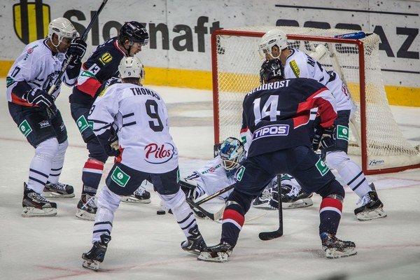 Hokejisti Medveščaku Záhreb nastupovali aj proti Slovanu Bratislava.