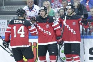 Sidney Crosby (v strede) prežil podobne ako celý kanadský tím skvelý šampionát.