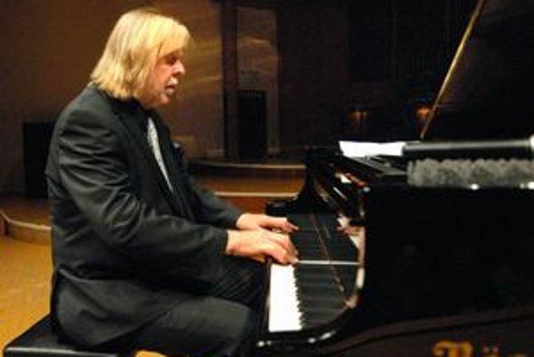 Rick Wakeman si zahral v pondelok v Bratislave a v stredu aj v Košiciach.