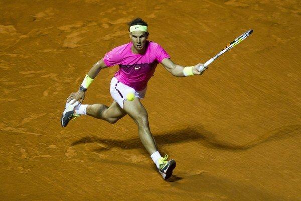 Španiel Rafael Nadal si vo štvrťfinále turnaja v Buenos Aires ľahko poradil s domácim Federicom Delbonisom.