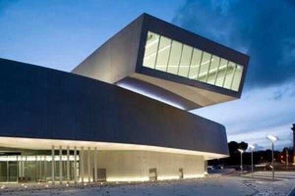 Minulý rok zvíťazila budova múzea 21. storočia v Ríme s názvom MAXXI architektonického štúdia Zaha Hadid.