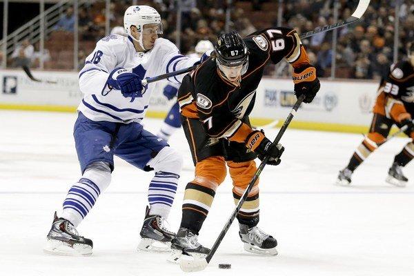 Richard Pánik (vľavo) hrá za Toronto.