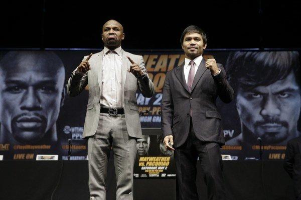 Floyd Mayweather (vľavo) a Manny Pacquiao sa stretli na tlačovej konferencii. Spustili odpočítavanie ich duelu.