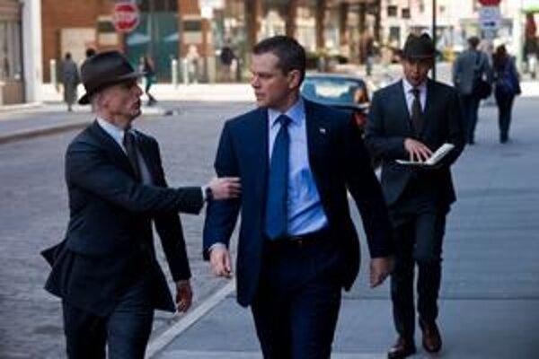 Matt Damon vo filme Správcovia osudu.
