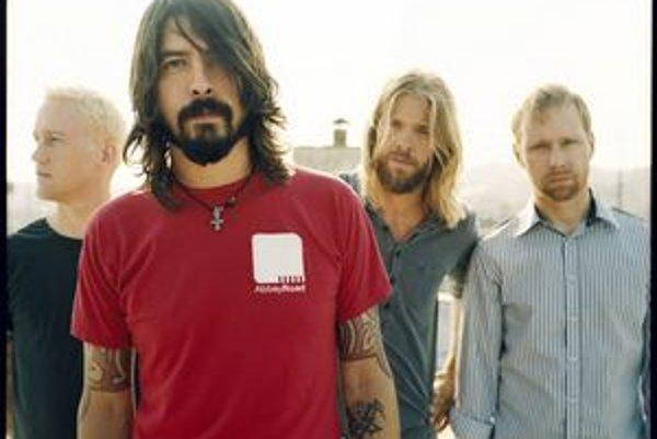 Foo Fighters sa po dlhšej prestávke ohlásia hneď s dvoma nahrávkami.