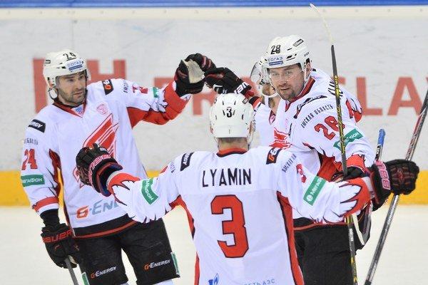 Hokejisti Omsku klesli po prehre s Magnitogorskom za svojho súpera. Strácajú jeden bod.