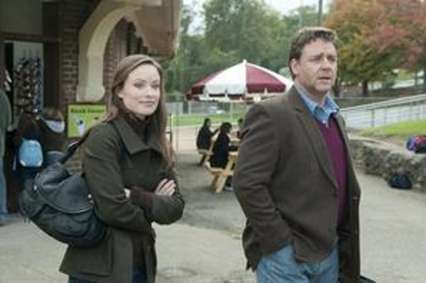 Russell Crowe a Olivia Wilde vo filme Tri dni k slobode.
