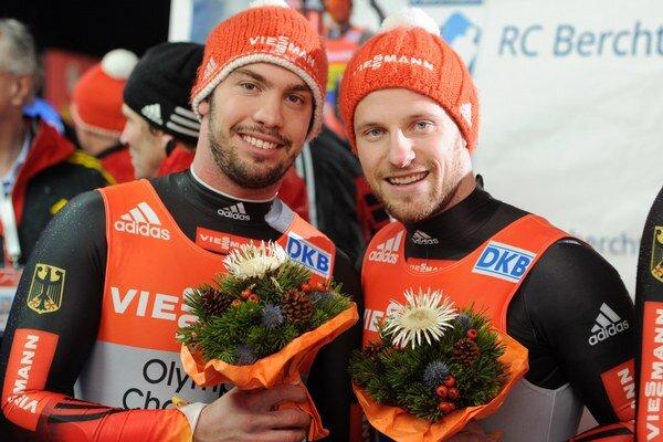 Nemeckí sánkari Tobias Wendl a Tobias Arlt.