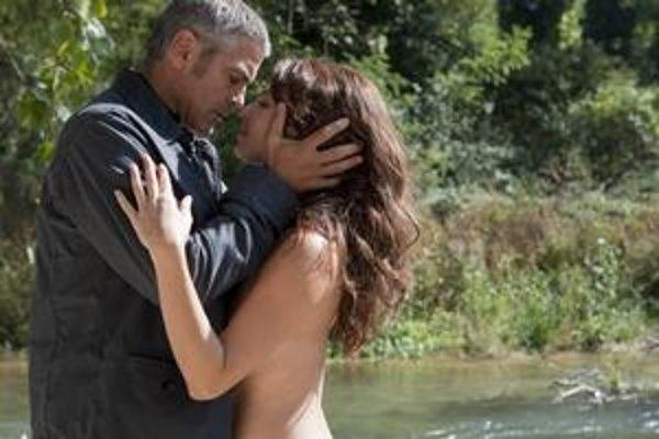 Pištoľník Clooney si nájde čas aj na pokojnejšie chvíle.