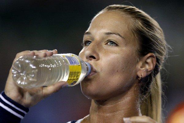 Dominika Cibulková obhajuje z vlaňajška veľkú porciu bodov. Keby neuspela proti Azarenkovej, klesla by až do tretej desiatky rebríčka.