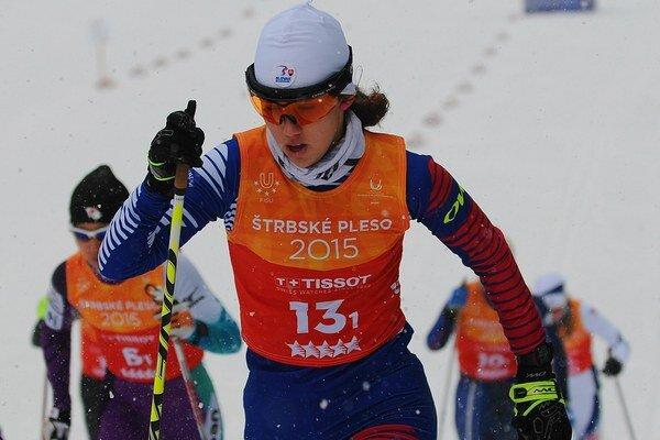 Slovenská lyžiarka Barbora Klementová na trati ženskej bežeckej štafety na 3x5 kilometrov.