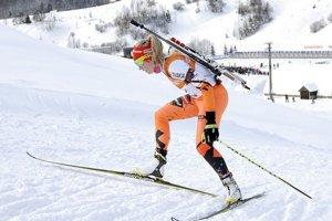 Paulína Fialková počas pretekov s hromadným štartom žien na 12,5 km v biatlone na 27. Svetovej zimnej univerziáde 31. januára v Osrblí.