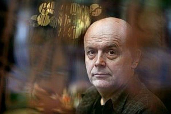 Peter Župník (1962) fotograf. Narodil sa v Levoči, študoval na Strednej škole umenia a remesiel v Košiciach, v roku 1986 absolvoval štúdium fotografie na FAMU v Prahe. Bol členom skupiny Most i združenia Pražský dom fotografie. Je výrazným predstaviteľom