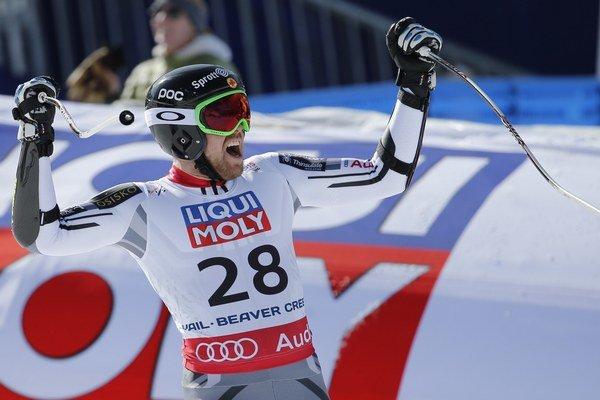Kanaďan Dustin Cook sa teší v cieli po zajazdení druhého najrýchlejšieho času.