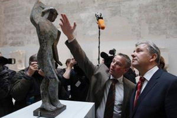Starosta Berlína Klaus Vowereit na vernisáži výstavy.