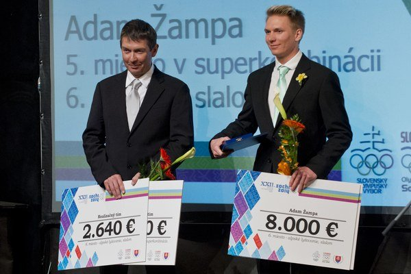Z večera olympionikov - odovzdávanie ocenení Slovenského olympijského výboru (SOV) za zimné olympijské hry v Soči. Na snímke lyžiar Adam Žampa (vpravo) s otcom Tomášom, Bratislava, 11. apríla 2014.