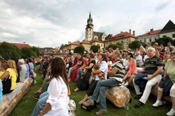 Vďaka veľkému diváckemu záujmu o Kremnické gagy toto mestečko opäť ožilo.