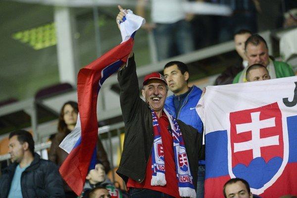 Fanúšikovia Slovenska vo zápase 3. kola kvalifikácie na EURO 2016 medzi Bieloruskom a Slovenskom. Borisov, 12. októbra 2014.