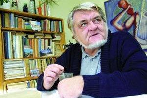Pavel Hrúz (1941 – 2008). Spisovateľ, publicista. Narodil sa v rodine krajčíra. Študoval v Banskej Bystrici a v Bratislave na Slovenskej vysokej škole technickej elektrotechniku. Od roku 1968 sa stal redaktorom v časopise Matičné čítanie, odkiaľ ho v