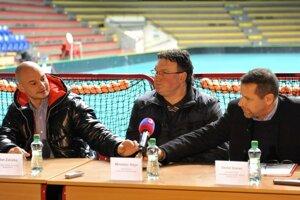 ee3eb91e4f445 Sprava: Prezident Slovenského florbalového zväzu a predseda prípravného  výboru turnaja Daniel Granec, tréner slovenskej