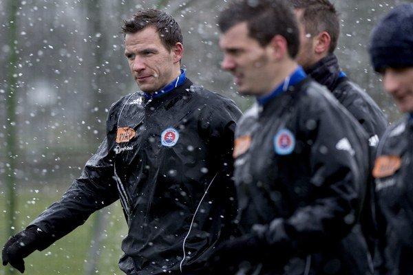 Slovan v pondelok odštartoval zimnú prípravu. Napríklad aj s novou posilou Martinom Dobrotkom (vľavo).