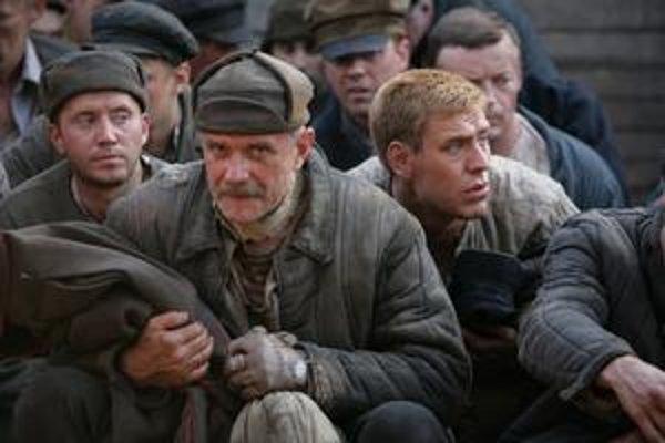 Nikita Michalkov svojho hrdinu vo filme Unavení slnkom 2 postavil na východný front.