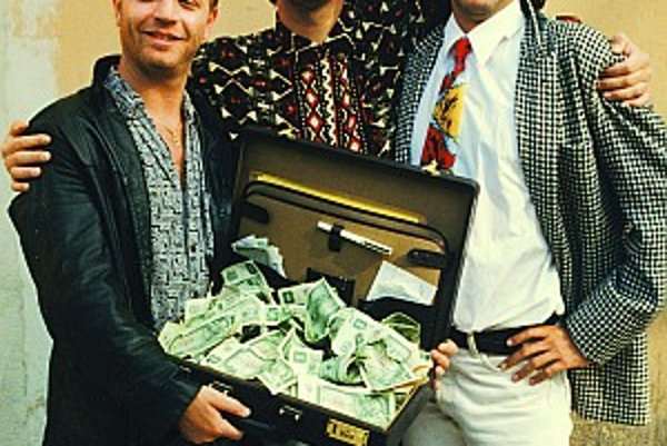 Ošarpaná Bratislava v dobe divého kapitalizmu je kulisou filmu Na krásnom modrom Dunaji (1994). Hrali v ňom Maroš Kramár, Juraj Johanides a Ady Hajdu z úzkeho okruhu priateľov režiséra Štefana Semjana, ktorý si želal, aby film vyjadroval pocity ich generá