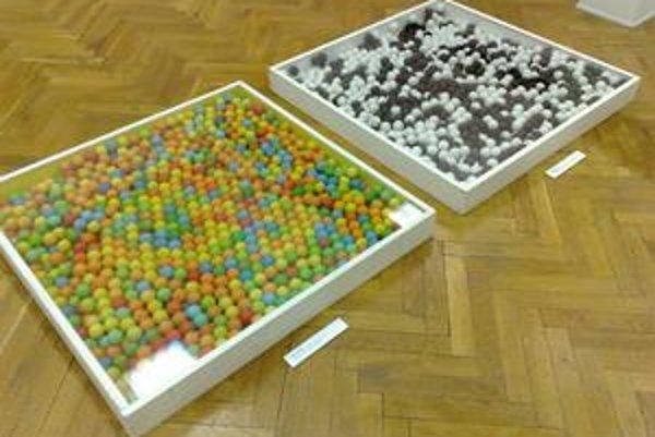 Měkkohlaví a ich pointilizmus - z pingpongových loptičiek.