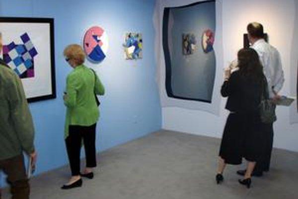 Z výstavy v dallaskom Múzeu MADI a geometrického umenia.