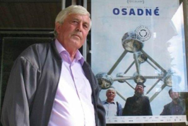 LADISLAV MIKULÁŠKO (1950), starosta obce Osadné (okres Snina). Vyštudoval Strednú priemyselnú školu stavebnú v Bardejove. V stavebníctve pracoval len dva mesiace. Už 38 rokov nepretržite stojí na čele obce. Má dve deti a tri vnúčatá. Bol jednou z hlavných