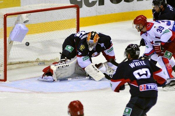 Muršak strieľa gól na 0:1.