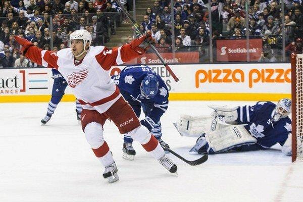 S ročným zárobkom 2,75 milióna dolárov je Tomáš Tatar momentálne piatym najlepšie plateným útočníkom tímu Red Wings.