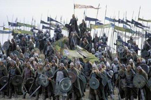 Tolkienova Stredozem láka. Úspešný bol film aj kniha.