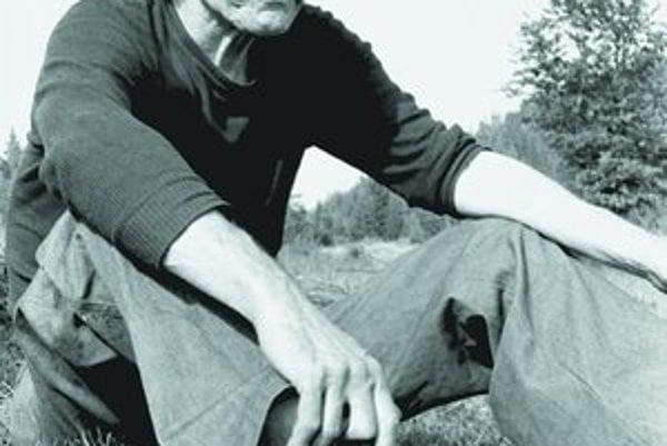 Dominik Tatarka v roku 1977 na kysuckých pastvinách.