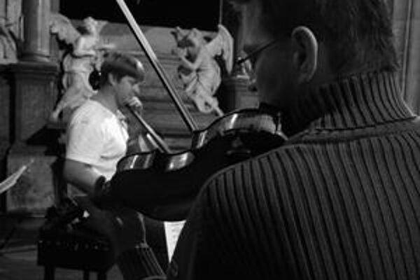 Riaditeľ festivalu a violončelista Jozef Lupták (v pozadí) sa tento rok predstaví aj v projekte Trio.