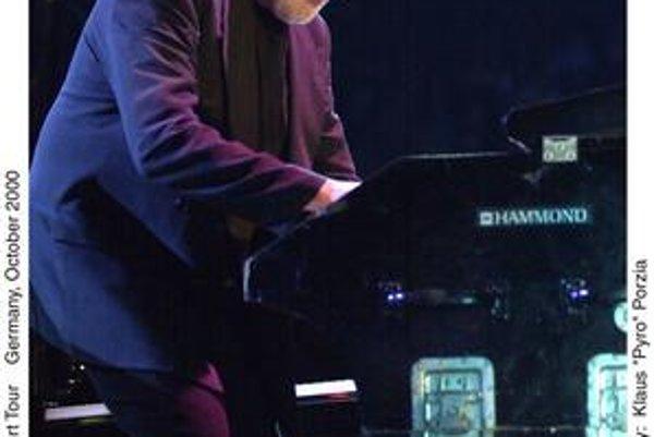 Jon Douglas Lord (1941) je britský klávesový hráč, ktorý v roku 1968 spoluzakladal slávnu skupinu Deep Purple. Nahral s ňou slávne albumy Deep Purple in Rock, Fireball alebo Machine Head. V roku 2002 z kapely odišiel, dnes sa venuje sólovým projektom na p