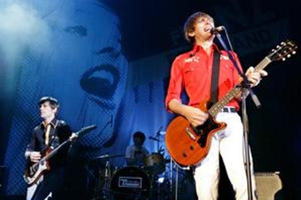 V roku 2003 ich debut vzbudil veľkú senzáciu. So slávou prišlo množstvo koncertov, druhý album a vyčerpaná kapela si musela dať štyri roky pauzu. Teraz je späť a zmenila sa aj jej hudba.