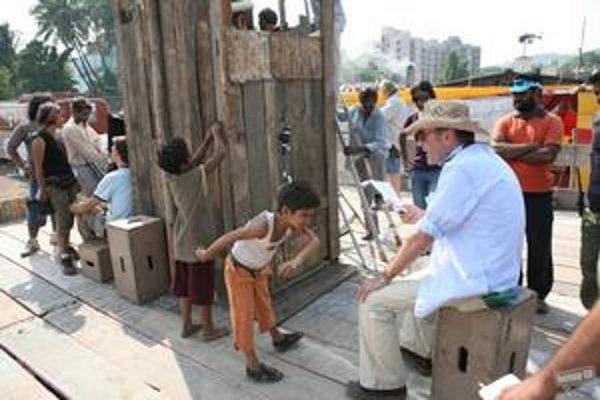 Niektorým Indom sa nepáči obraz ich života v slumoch, ako ho zobrazil režisér Danny Boyle.