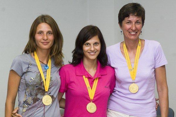 Na snímke slovenské reprezentatky v streľbe z brokových zbraní zľava Lenka Barteková, Danka Barteková a  Andrea Stranovská.