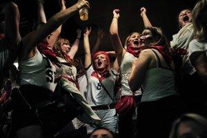 Futbal je hra, v ktorej proti sebe stoja dve jedenástky a nakoniec vždy vyhrajú Nemci.