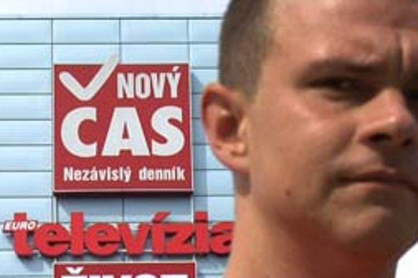 Film stojí na výpovediach bývalého bulvárneho novinára Tomáša Holetza.