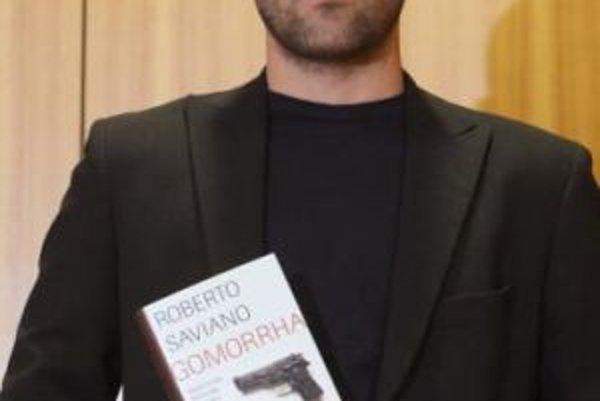 Roberto Saviani so svojou knihou.