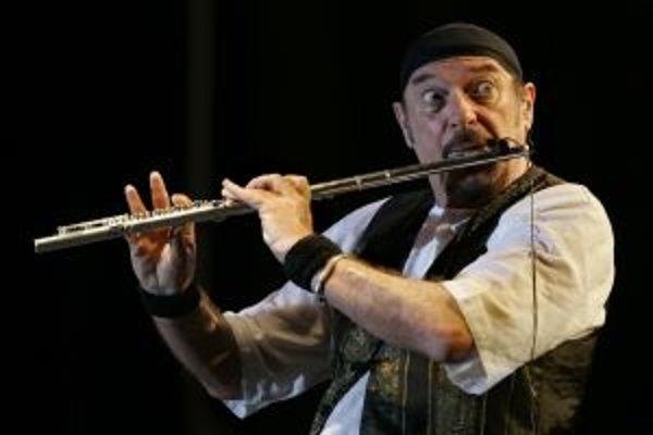 Ian Anderson je lídrom slávnej britskej skupiny Jethro Tull. Hrá na flaute, spieva a píše aj texty.